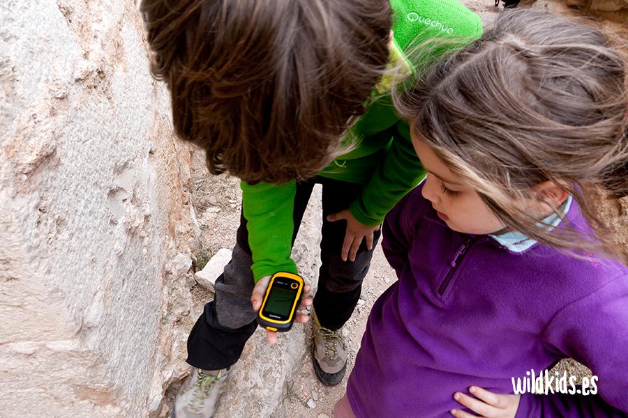 geocaching-excrusiones-con-niños-juego-naturaleza