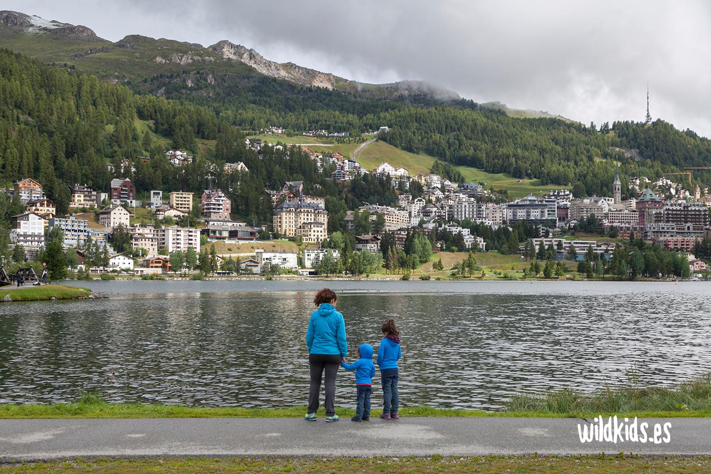 Paseo junto al lago en Sankt Moritz